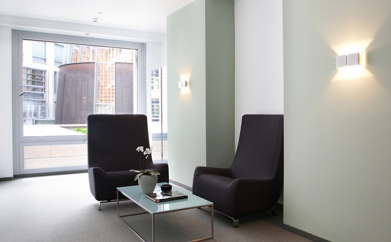 brillant interiors Interior Designer Berlin Mitte Business premises The reception of the law office nearby Potsdamer Platz introduces itself as functional, simple and solid – futurist furniture and light enhance the openness and proficiency of the lawyers.