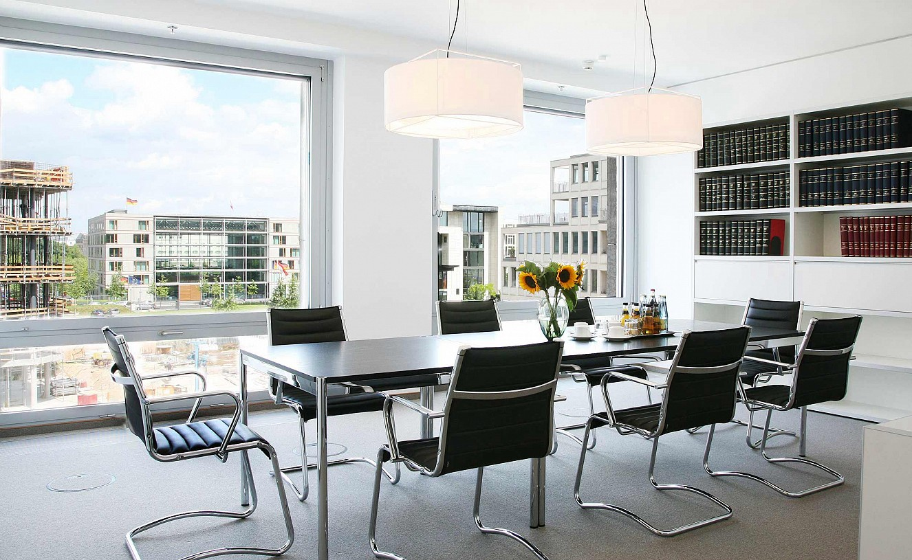 brillant interiors Interior Designer Berlin Mitte Business premises Table USM Haller, lamps Metalarte, shelf-system Idea Archiva blend discreetly into the general office ambience.
