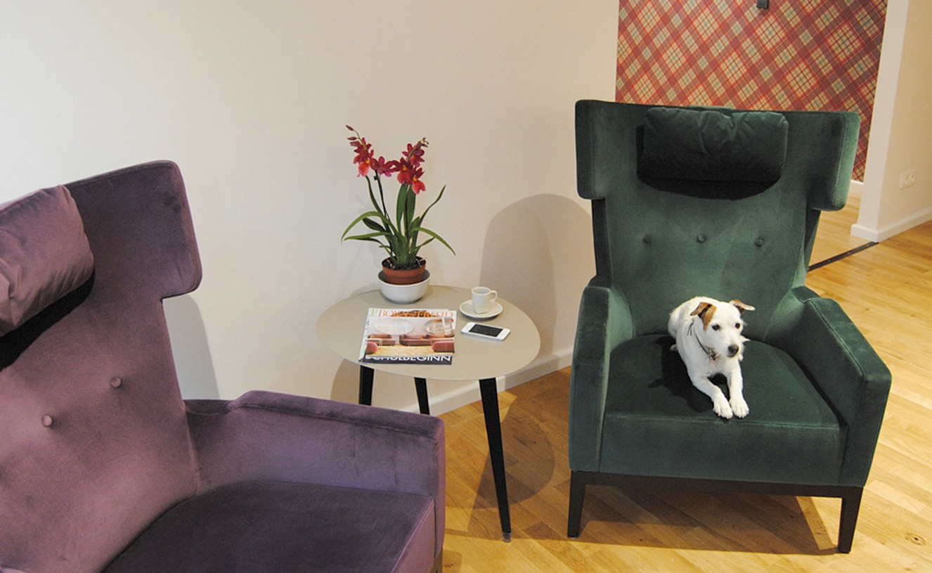 brillant interiors Interior Designer Berlin Mitte Business premises Consultant-armchair from Zimmer + Rohde – in an exceptional case also usable for customers wearing fur.